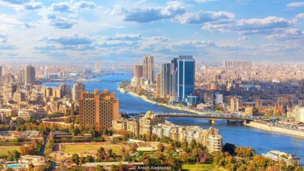 Thủ đô Cairo rộng lớn và sầm uất được thành lập năm 969TCN bên bờ sông Nile.