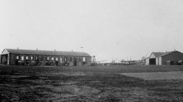 fotografía de archivo de la terminal del aeropuerto de Edimburgo
