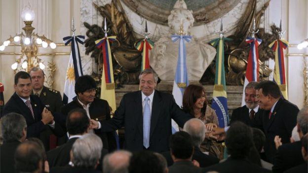 "Rafael Correa, Evo Morales, Néstor Kirchner, Cristina Fernández, ""Lula"" da Silva y Hugo Chávez"