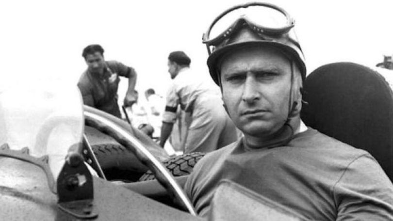 O piloto Fangio no cockpit