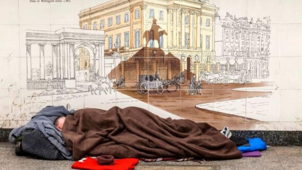 Un indigente en las calles de Londres