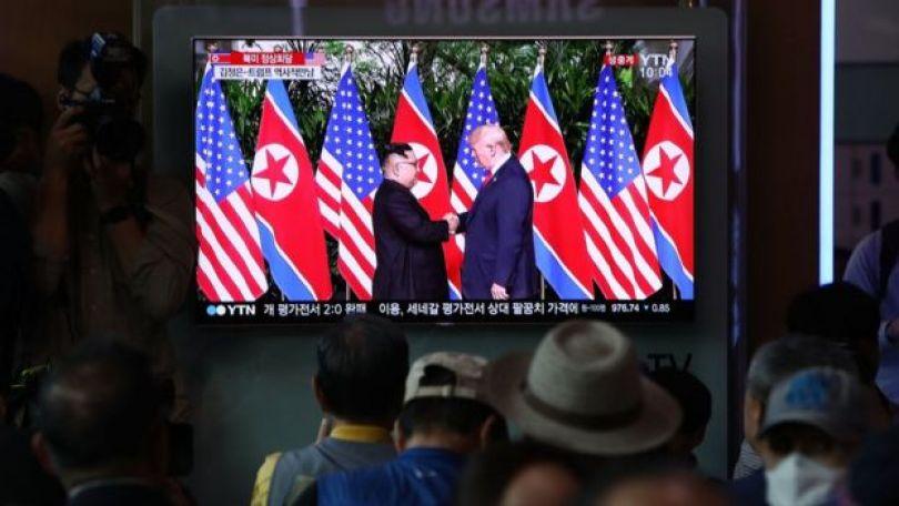 Em estação de trem, sul-coreanos assistem a encontro entre Kim Jong-un e Donald Trump