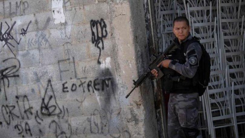 Policial armado
