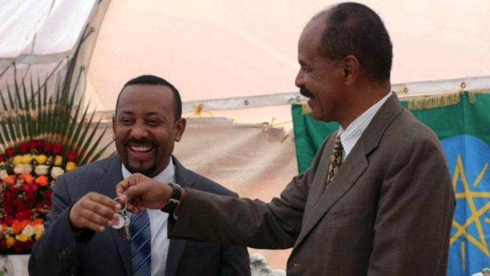 Le Premier ministre éthiopien (à gauche) et le président érythréen ont entamé en 2018 le dégel des relations des deux pays.
