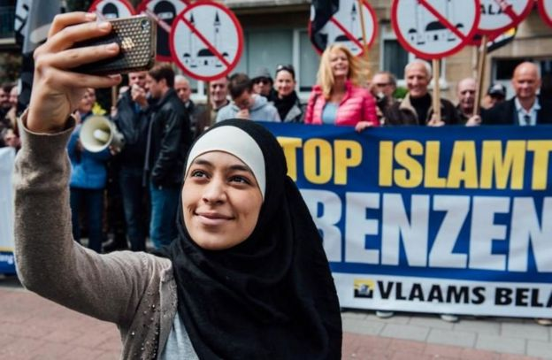 Photo of Zakia Belkhiri standing with protesters from Vlaams Belang