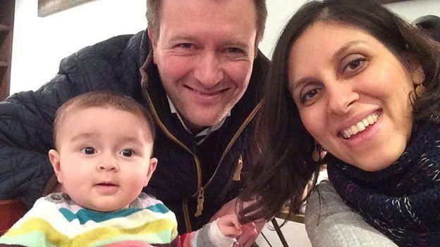 نازانين زغاري راتكليف مع زوجها وطفلتها