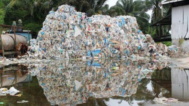 Resíduos plásticos em Kuala Langat
