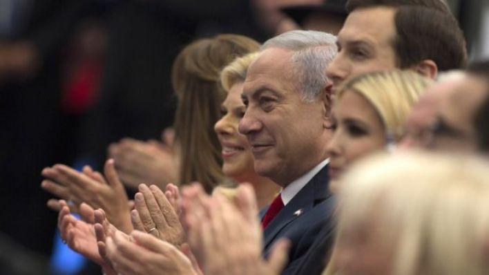 إيفانكا وزوجها مع نتنياهو وزوجتة والمسؤلين الإسرائيليين خلال افتتاح السفارة