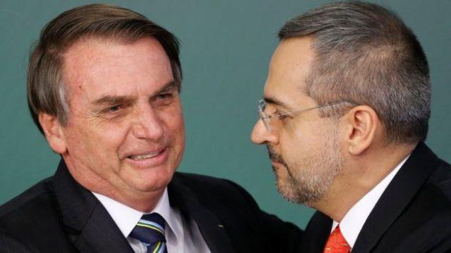Jair Bolsonaro empossa Abraham Weintraub no Ministério da Educação, em 9 de abril de 2019