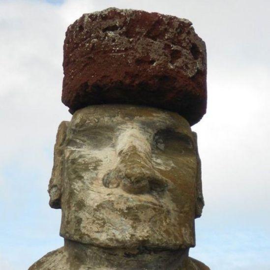 Estatua gigante con sombrero