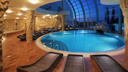 piscina dentro do bunker