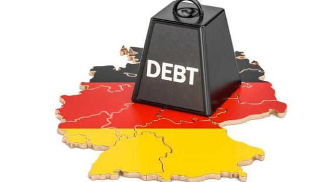 El mapa de Alemania, bajo un peso con la palabra deuda.