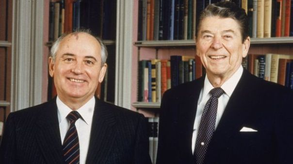Gorbachev y Ronald Reagan