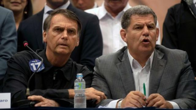 Bolsonaro ao lado de Bebianno