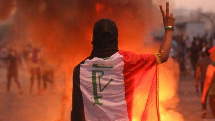 متظاهر عراقي