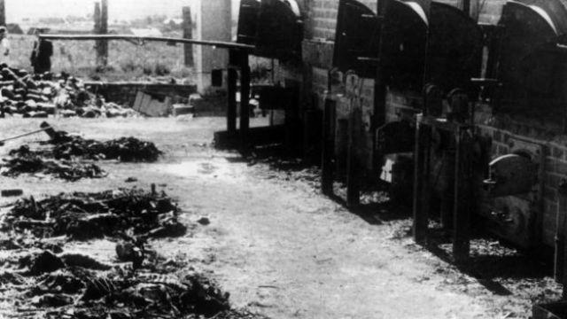 Hornos de cremación en el campo de concentración alemán de Birkenau-Auschwitz