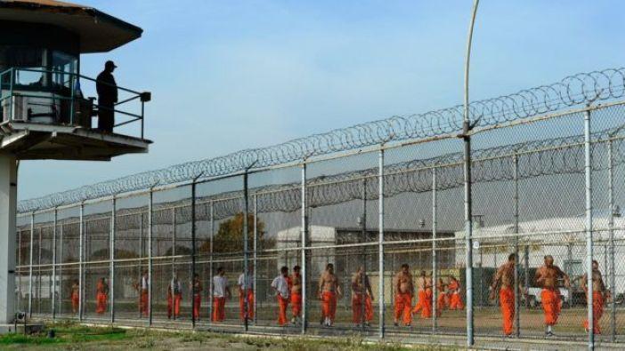 Patio de una cárcel en California.