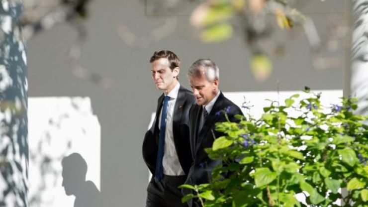 Jared Kushner y Denis McDonough