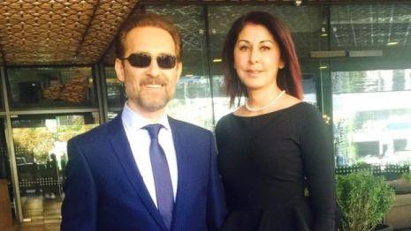 Farhad Darya y su esposa, Sultana