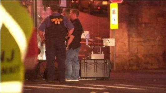 Policiais usam robô anti-bombas para desarmar artefatos em Elizabeth, New Jersey