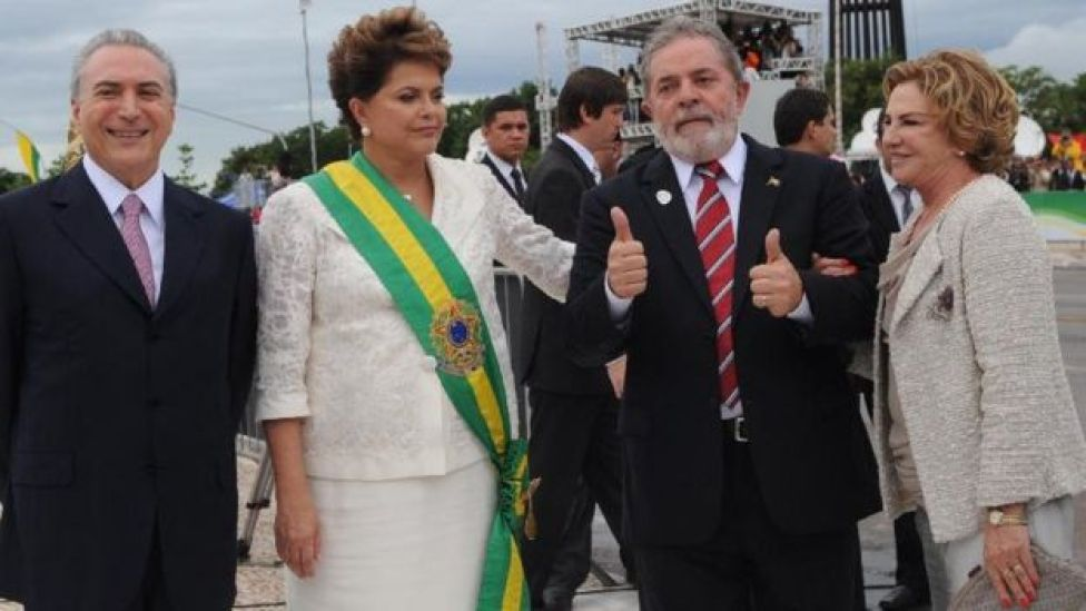 Posse de Dilma Rousseff em 2010, com Michel Temer, Lula da Silva e sua esposa, Marisa Letícia