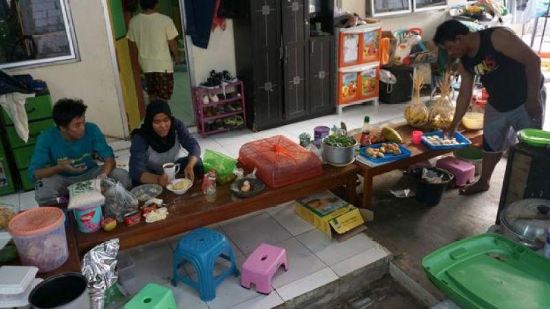 sukarelawan di rumah tampung anak penderita Aids