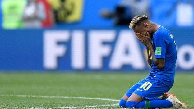 Neymar chorando no jogo Brasil e Costa Rica