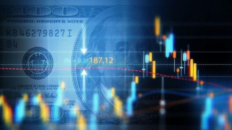 Gráfico y dólar en el fondo