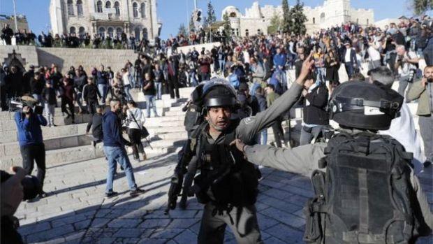 Policía israelí y palestinos en Jerusalén Este (12/08/17)