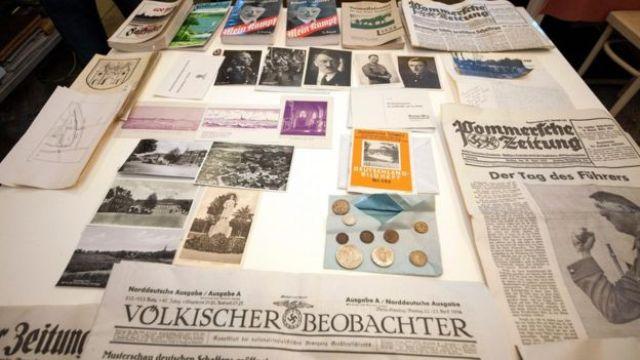 Documentos hallados en la cápsula del tiempo nazi.