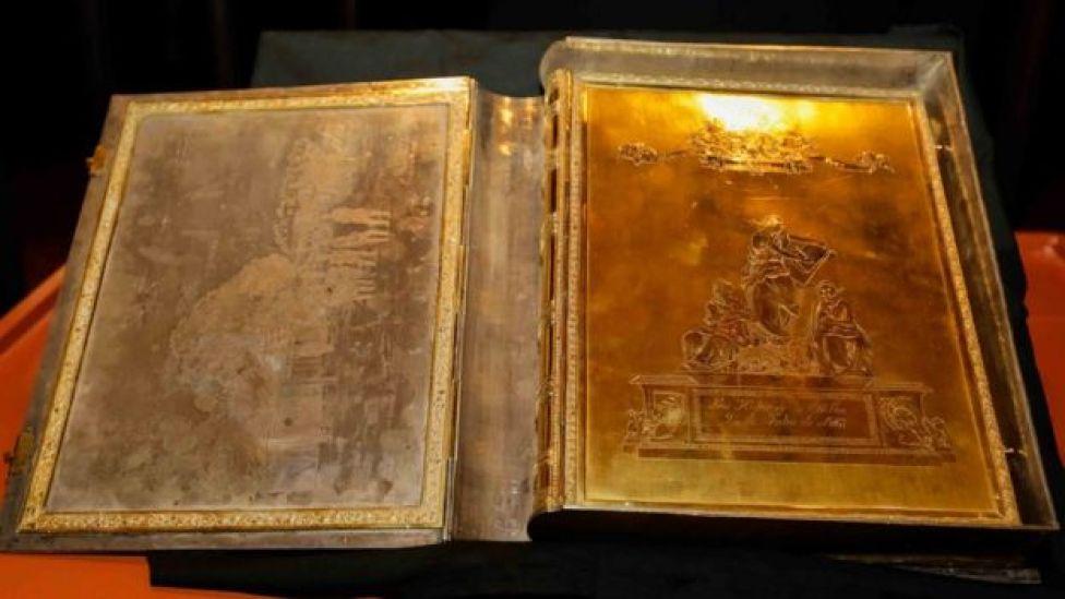"""Tapa y cobertura del """"Libro de oro"""" (Foto: Secretaría Nacional de Cultura de Paraguay)"""
