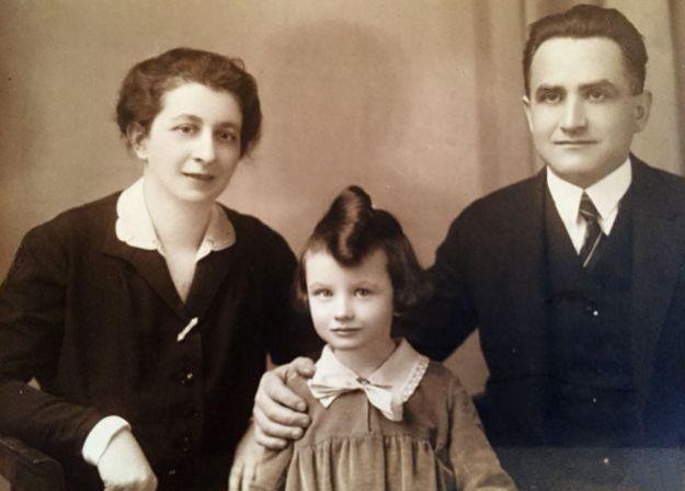 Зузана Ружичкова с родителями