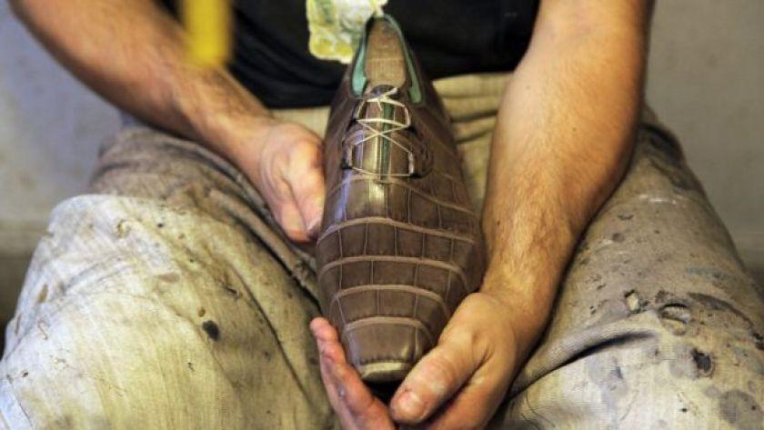 Timsah derisinden ayakkabı