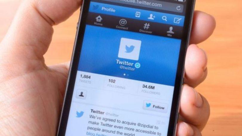 Celular com Twitter