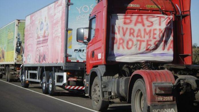 Greve de caminhoneiros na fronteira Brasil-Uruguai nesta quarta-feira