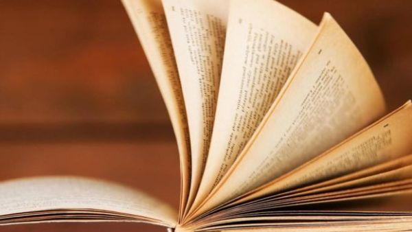 كتاب تقلب صفحاته