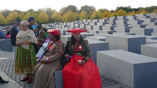 Delegadas de Namibia en el Memorial del Holocausto en Berlín en 2011