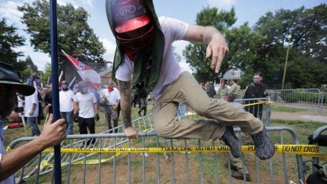 Manifestantes en Charlottesville, Virginia, Estados Unidos.
