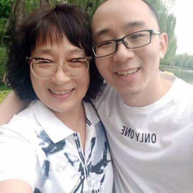 Li Jingzhi et son fils Mao Yin (Jia Jia)
