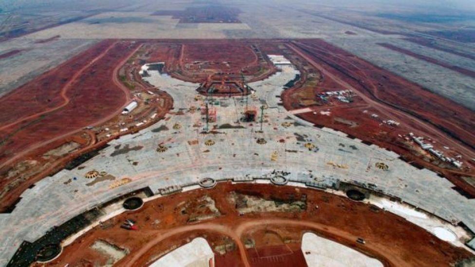 Vista aérea de las construcciones para el nuevo aeropuerto de CDMX.