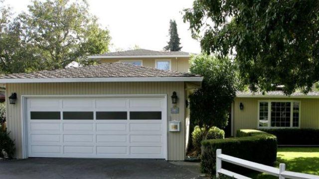 Garaje de la que fue la casa de Susan Wojcicki en Mento Park, California.