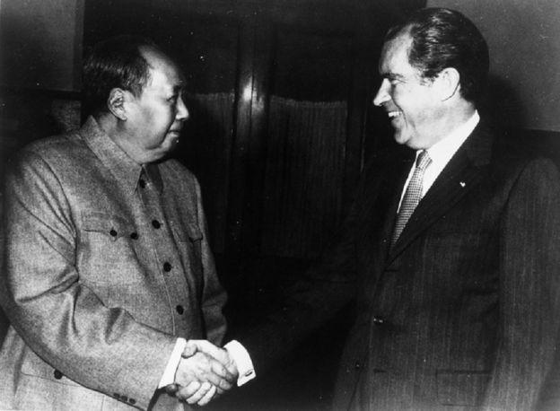 Mao ve Nixon'ın el sıkışması