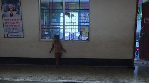 যৌনপল্লিতে বেড়ে ওঠা শিশুদের জন্য দাতব্য সংস্থা সেভ দ্য চিলড্রেন-এর প্রতিষ্ঠিত স্কুল।
