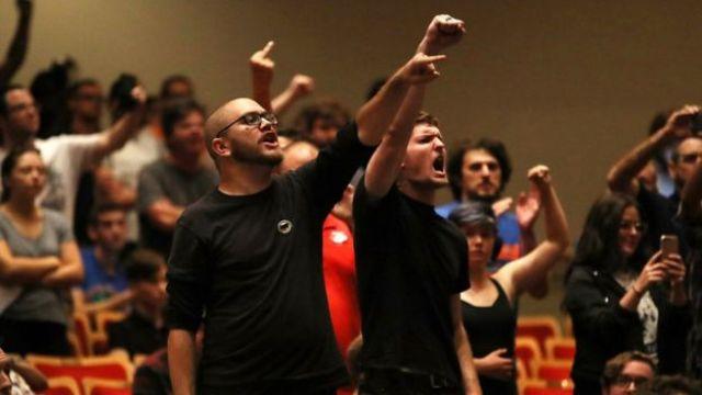 Algunos de los que estaban dentro del teatro boicotearon el discurso de Spencer.