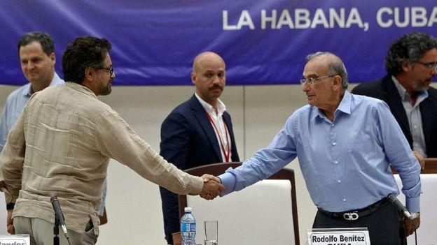 Iván Marquez se da la mano con Humberto de la Calle