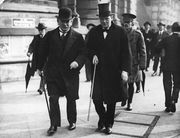 1915'te başbakan David Lloyd George ve Winston Churchill