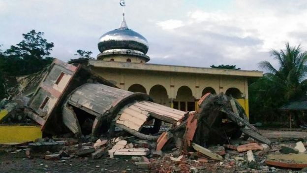 A collapsed mosque minaret is seen after a 6.5-magnitude earthquake struck the town of Pidie, Indonesia's Aceh province in northern Sumatra, on December 7, 2016.