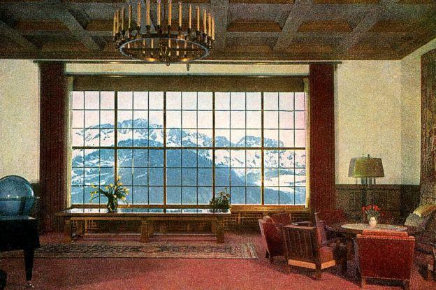 Interior de uno de los salones de Berghof