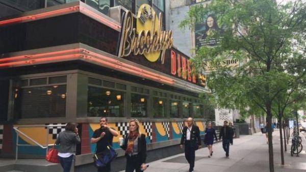 """مطعم """"بروكلين داينر"""" الواقع في '57 ستريت'"""