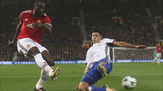 Romelu Lukaku of Manchester United in action with Blas Riveros of FC Basel during the UEFA Champions League group A match